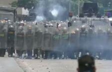 Venezuela. Arrestato leader anti Maduro. Trainato con la sua auto fino al carcere