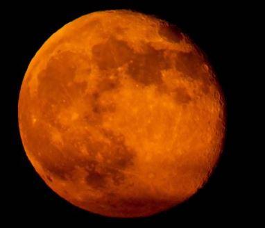 La Luna che da lassù ci sta a guardare – di Giuseppe Careri