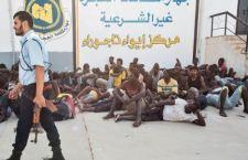 Strage di migranti in Libia. Bombardato centro di detenzione. 40 morti