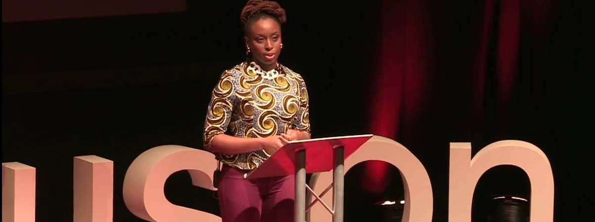 Chimamanda Ngozi Adichie dovremmo tutti essere femministi