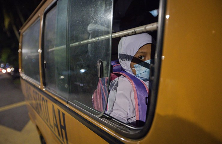 Bambina autobus indonesiano