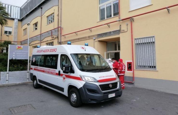 Ambulanza interviene dopo tragedia domestica