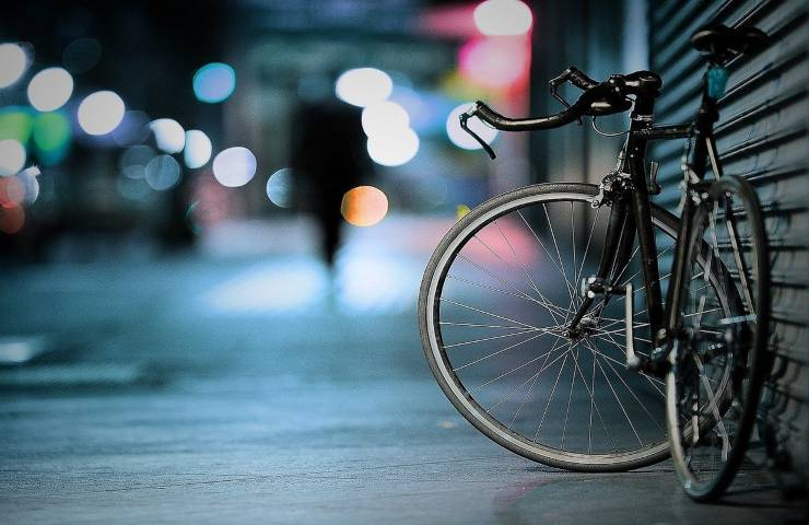 Incidente stradale, anziano ciclista perde la vita: nulla da fare per i soccorsi