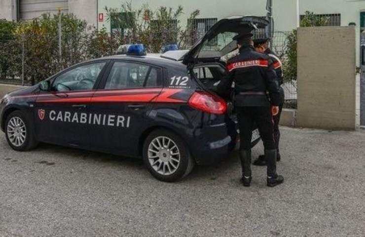 Carabinieri al lavoro su caso di omicidio suicidio