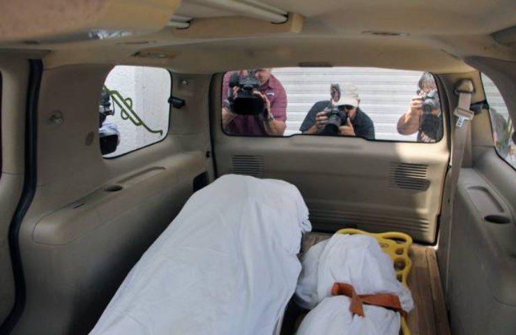 Ladri entrano in azione mentre sta morendo