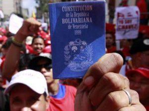 El pueblo celebró con una gran marcha los 20 años de su Constitución