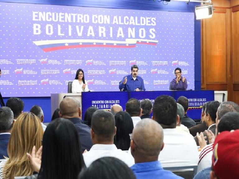 Maduro: Llamó a los alcaldes a trabajar de la mano con el Poder Popular