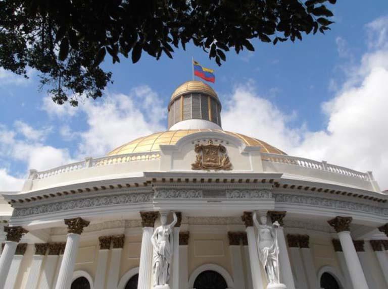 Asamblea Nacional pide al TSJ levantar el desacato