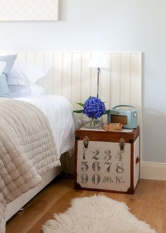 Cute DIY trunk as nightstand - NO.1# THE MOST BEAUTIFUL DIY BEDROOM NIGHTSTAND IDEAS