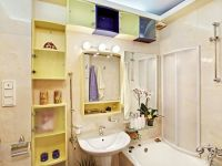 20 Tips For Maximizing Space In Small Bathrooms