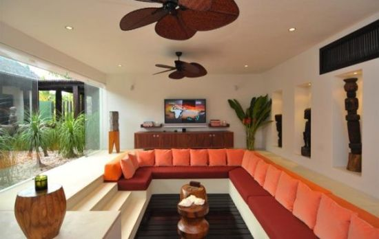 Chic sunken living room design with orange accents and wooden pallet flooring - NO.1# BEAUTIFUL SUNKEN LIVING ROOM DESIGN IDEAS