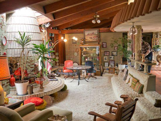 Cool sunken living room design with circular fireplace and shag carpet - NO.1# BEAUTIFUL SUNKEN LIVING ROOM DESIGN IDEAS