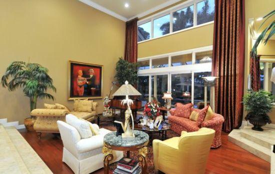 Opulant sunken living room design with traditional accents - NO.1# BEAUTIFUL SUNKEN LIVING ROOM DESIGN IDEAS