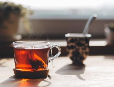 Des scientifiques canadiens mettent en garde contre les sachets de thé en plastique