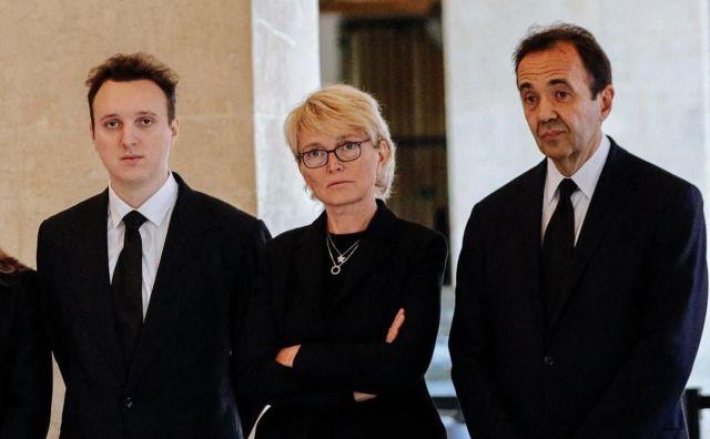 Claude Chirac, fille de l'ancien président, entourée de son fils Martin et de son époux Frédéric Salat-Baroux./POOL EPA/MAXPPP/Kamil Zihnioglu