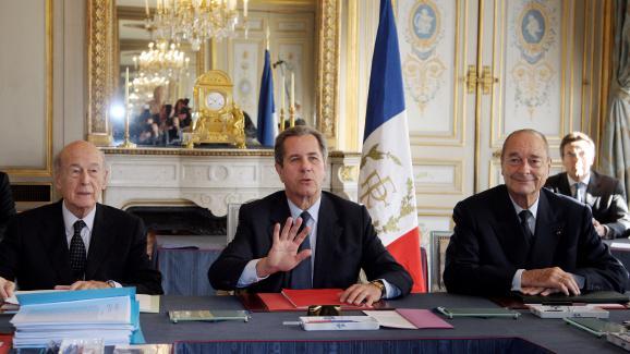 De gauche à droite, Valéry Giscard d\'Estaing, Jean-Louis Debré et Jacques Chirac, le 15 novembre 2007, au Conseil constitutionnel, à Paris.