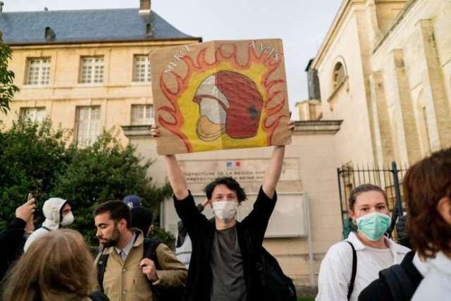 Manifestation après l'incendie de Lubrizol devant le palais de justice de Rouen, le 1er octobre.