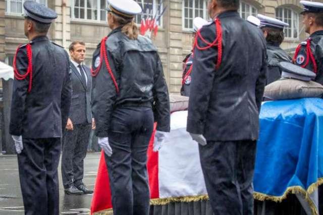 Emmanuel Macron rend hommage aux victimes de l'attaque terroriste à la Préfecture de police de Paris, le 8 octobre.