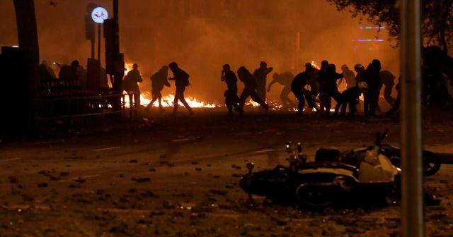 La situation était tendue en soirée dans la capitale catalane.Reuters/Juan MEDINA