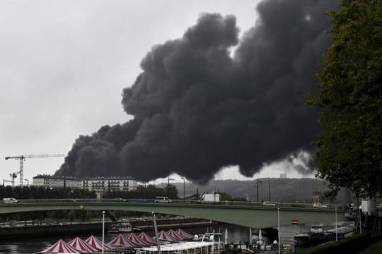 DIRECT - Incendie de Rouen: le gouvernement inflexible, des analyses attendues