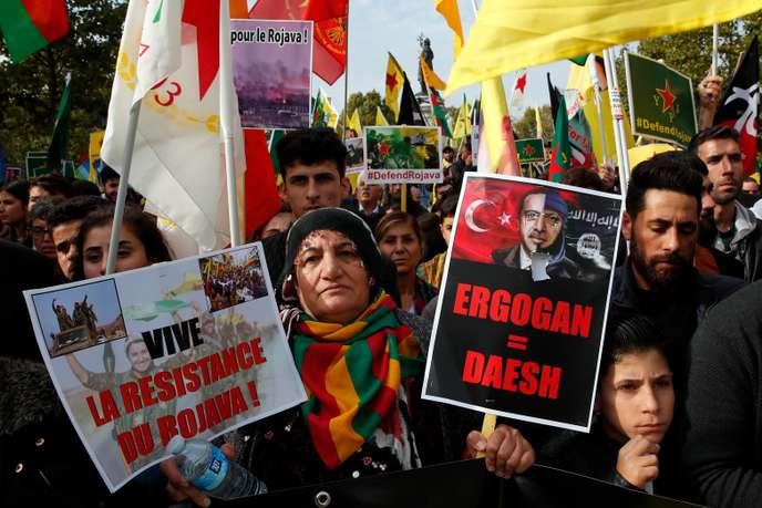 Manifestation de soutien aux Kurdes visés par les forces turques en Syrie, sur la place de la République à Paris, samedi 12 octobre 2019.