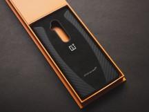 The case is hidden under the box - Oneplus 7t Pro Mclaren Edition Handson review