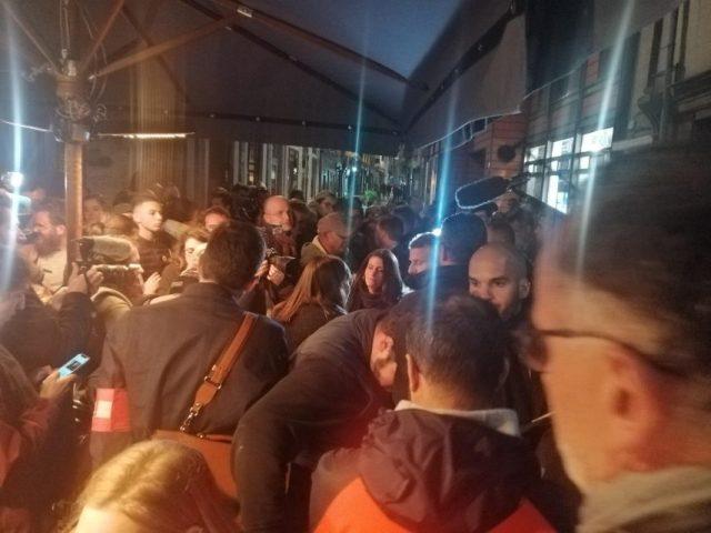 Bain de foule dans les rues de Rouen pour le président de la République.