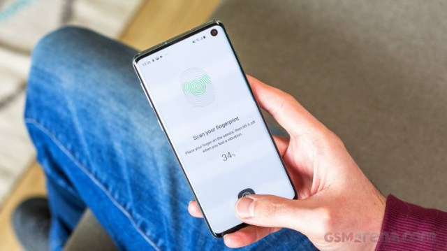 Samsung will fix the bug that lets unregistered fingerprints unlock the Galaxy S10