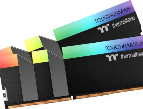 TOUGHRAM RGB DDR4, Thermaltake passe la barre des 4000 MHz