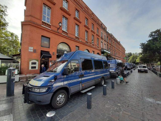 Environ 2 500 policiers et gendarmes sont déployés dans la Ville rose, pour le conseil des ministres franco-allemand