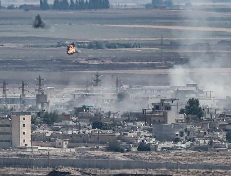 VIDEO. Syrie : un convoi de civils et de journalistes attaqué près de la frontière turque, une équipe de Fr… – Franceinfo