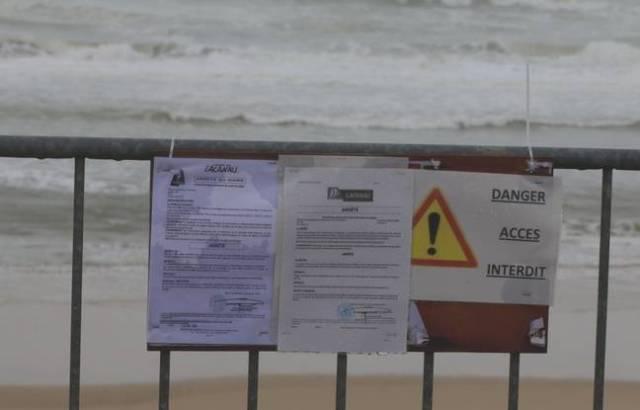 L'arrêté interdisant l'accès aux plages rappelle la dangerosité que représentent les paquets de cocaïne qui s'échouent sur la plage.