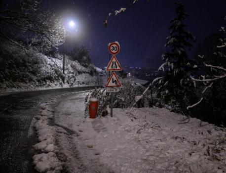EN DIRECT – Neige dans le sud-est : un mort et 200.000 foyers privés d'électricité | LCI – LCI