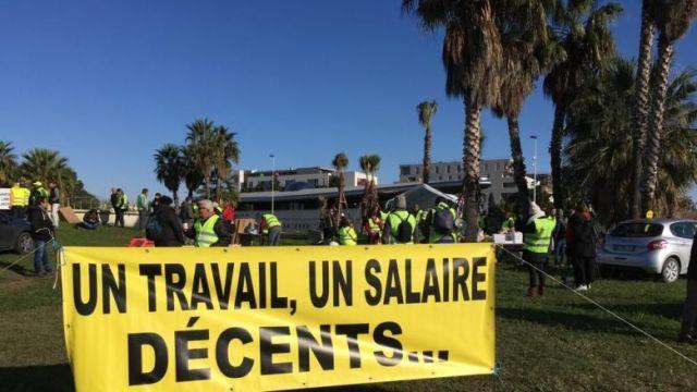 Les gilets jaunes reviennent en force sur le rond-point de Près d'Arènes au sud de Montpellier / © C.Barbet FTV