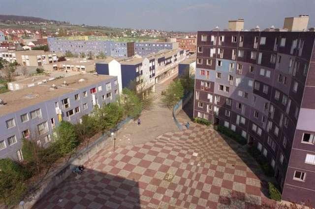 La cité de Chanteloup-les-Vignes dans les Yvelines, le 1er mars 1999.
