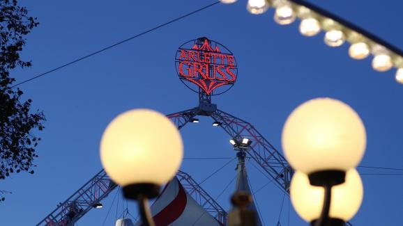 Le cirque Arlette Gruss est un cirque français fondé en 1985 par Arlette Grusset son époux Georgika Kobann.