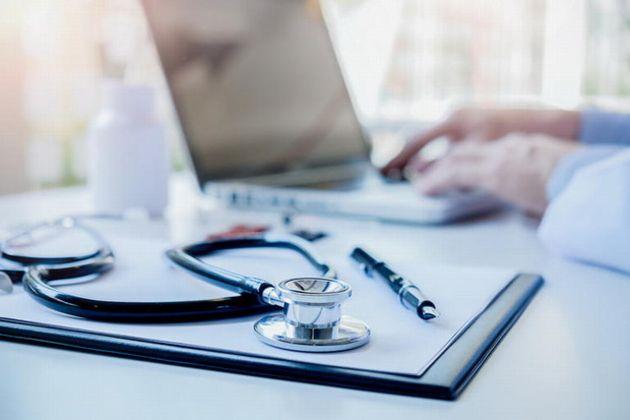 Salesforce met en garde l'industrie de la santé : le monde de la technologie surveille votre marché