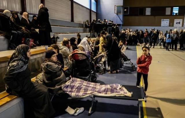 Le maire de la commune du Teil a aouvert un gymnase pour les sinistrés après le séisme de 5,4 qui a frappé le sud de la France.