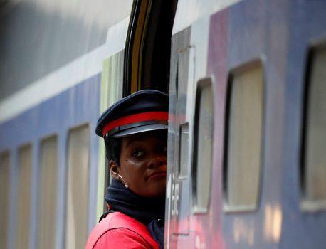 """Grève à la SNCF: """"Plus de la moitié des voyageurs partiront"""" pendant les fêtes, promet la compagnie – Le HuffPost"""