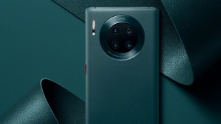 Huawei Mate 30 Pro 5G in Vegan Leather Forest Green color