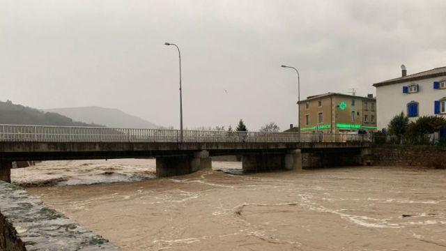 A Couiza, la Salz, un des cours d'eau sous surveillance ce mercredi 22 janvier dans l'Aude. / © FTV / A. Grellier