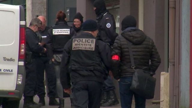 Le RAID est en intervention à Epinal, les forces de l'ordre ont bouclé le quartier. / © Benoît de Butler, France Télévisions