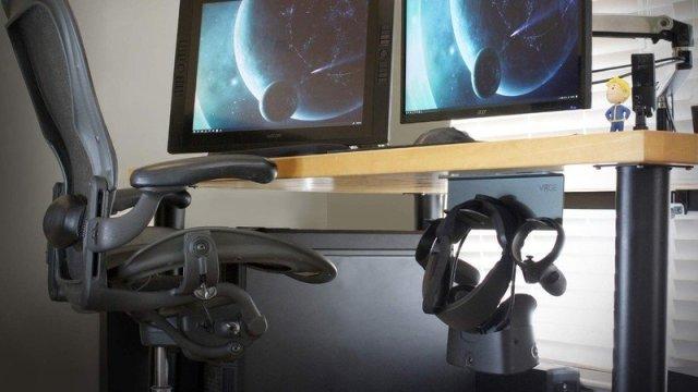 VRGE-Under-Desk-Lifestyle