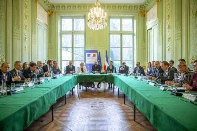 Réunion entre le gouvernement et les organisations syndicales et patronales pour négocier la réforme des retraites, à Paris, le 7 janvier.