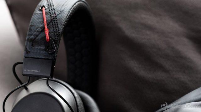 A picture of the Plantronics BackBeat Fit 6100 Bluetooth workout headphones' headband adjustment mechanism.