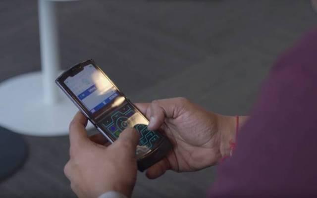Motorola RAZR Moto razr foldable phone clicking sound