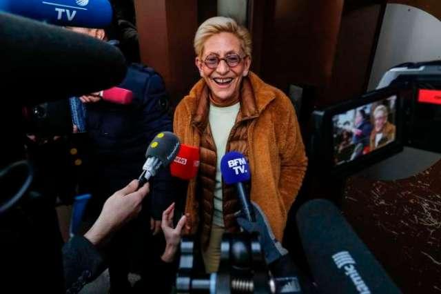 Isabelle Balkany devant la prison de la Santé, à Paris, après la nouvelle de la libération de Patrick Balkany.