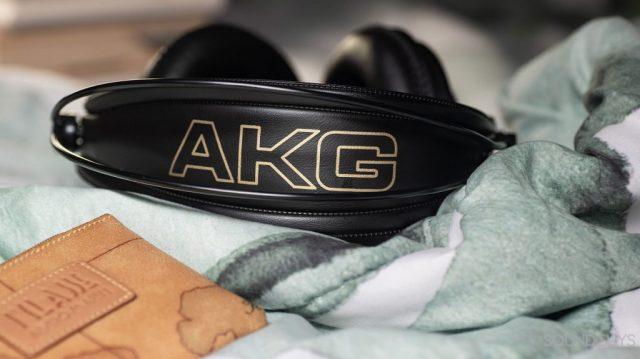 A photo of the AKG K240 Studio semi-open headphones' headband suspension mechanism.
