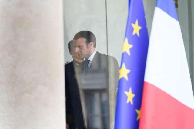 Emmanuel Macron quitte le conseil des ministres extraordinaire organisé le 29 février, à l'Elysée.