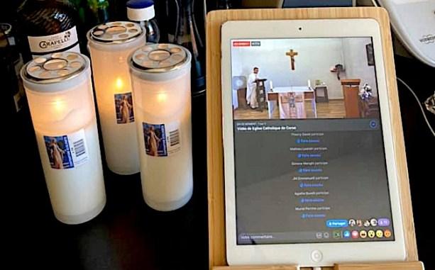 Une messe suivie sur un Ipad